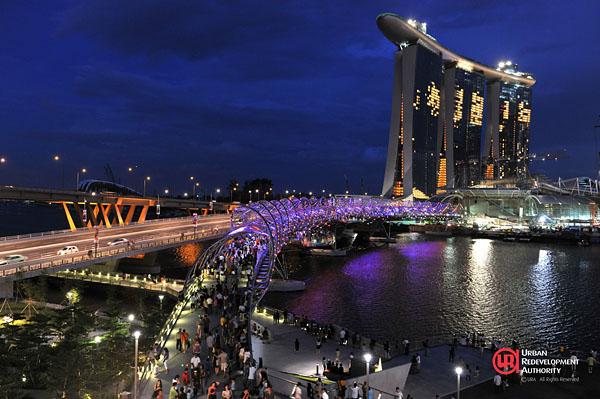 Double Helix Bridge in Singapur